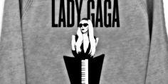 Lady Gaga in reggiseno a New York - http://www.lavika.it/2013/07/lady-gaga-in-reggiseno-a-new-york/