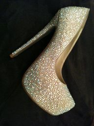 Sparkly Pumps or wedding shoes? Pretty Shoes, Beautiful Shoes, Cute Shoes, Me Too Shoes, Pumps Heels, Stiletto Heels, High Heels, Prom Shoes, Wedding Shoes