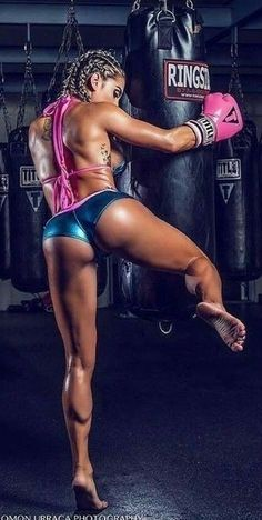 Fitness Workouts, Fit Board Workouts, Fitness Motivation, Female Martial Artists, Martial Arts Women, Vrod Harley, Beste Jeans, Karate Girl, Beautiful Athletes