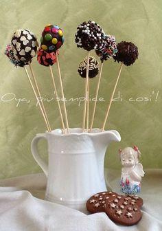 Cake pops Nutella e Pan di stelle, ricetta golosa semplice. http://blog.giallozafferano.it/oya/cake-pops-nutella-pan-stelle-ricetta/