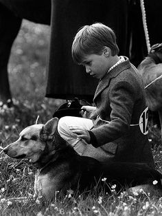 young prince william DOG DAY AFTERNOON Long before Lupo entered the picture, the shows off his enduring soft spot for animals at the Minchinhampton horse trials in May 1989 Baby Prince, Young Prince, Prince And Princess, Princess Kate, Princess Charlotte, Prince William And Harry, Prince Charles, Prince Harry, Princesa Diana