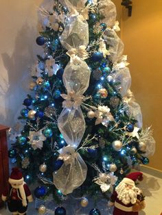 Mi árbol de Navidad Christmas Tree Gif, Silver Christmas Tree, Beautiful Christmas Trees, Christmas Tree Toppers, Blue Christmas Tree Decorations, Christmas Themes, Christmas Holidays, Creations, Poinsettia