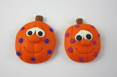 These Polymer Clay Pumpkin Magnets are a great way to get in the mood for Halloween. Best of all, unlike some other Halloween crafts, these pumpkins aren't creepy, so your little goblins can help you put together these polymer clay crafts. Polymer Clay Magnet, Clay Magnets, Fimo Clay, Polymer Clay Projects, Halloween Projects, Halloween Pumpkins, Halloween Fun, Craft Projects, Homemade Clay Recipe