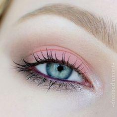 Dressed in Mint: Róż do policzków na powiekach ** łatwy makijaż letni ** TUTORIAL Мы в Узбекистане. Light Eye Makeup, Soft Makeup, Blue Eye Makeup, Cute Makeup, Smokey Eye Makeup, Eyeshadow Makeup, Small Eyes Makeup, Eyeliner For Small Eyes, Korean Eye Makeup