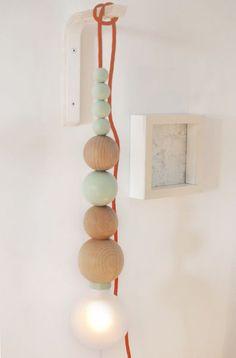 DIY wall lamp with wooden beads Diy Inspiration, Lamp, Diy Interior, Diy Déco, Lights, Wall Lamp, Diy Wall, Diy Lamp, Light