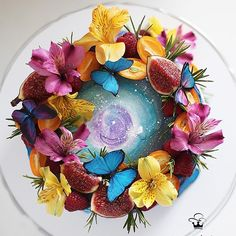 Baker Lauren Ko shows the possibilities of a pie. Her creative pies feature stunning pie crust art that's as beautiful as it is tasty. Creative Pie Crust, Waffle Pops, Cosmos, Rainbow Pasta, Pie Crust Designs, Buttercream Flower Cake, Food Artists, Jelly Cake, Gateaux Cake