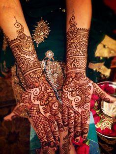 Now taking henna Bookings for 2014/15 www.MendhiHenna.com   Instagram MendhiHenna www.facebook.com/MendhiHennabridalparties #heena #henne #hennaart #hennaparty  #hennaartist #hinduwedding #bhangra #bridalhenna #bridalmehndi  #indianbride #desiwedding  #dhol #pakistaniwedding #punjabiwedding  #southasianbride #sangeet  #sikhwedding #nikkah  #indianbridalmakeup #mehandi #haldi  #indianart  #eid #hennanight #sangeetnight  #shaadi #mandaap #weddingdecorations #paisley #homedecor #decorations…