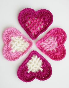 From the Heart Bunting: Crochet some love for Valentine's Day! Get 10 free #crochet patterns for your Valentine at Moogly!
