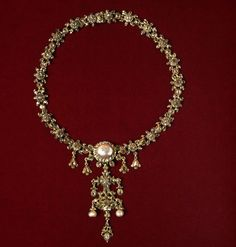 Necklace | V&A Search the Collections Gold with pearls.  Spanish, 18th century