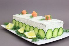 Serve this savory appetizer in the form of a cake with pumpernickel bread creamy dill and lemon spread smoked salmon and crunchy cucumber Whipped Cream Cheese, Cream Cheese Recipes, Cake With Cream Cheese, Trout Recipes, Cake Recipes, Seafood Recipes, Food Network Recipes, Food Processor Recipes, Smoked Salmon Sandwich