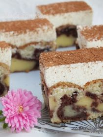 I absolutely LOVE s'mores, but HATE the mess (and the fact that you have to find/make a fire to perfectly roast a marshmallow). This s'mores fudge is absolutel Fudge, Hungarian Desserts, Polish Recipes, Polish Food, Nutella, Sweet Tooth, Cheesecake, Foodies, Food And Drink