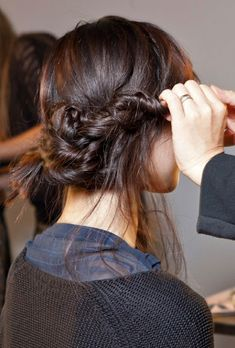 HAIR INSPIRATION BUNS TOP KNOTS BRAIDS MESSY TOUSLED PONYTAILS WRAP OMBRE BACKSTAGE HAIR RUNWAY IDEAS SUNO 5