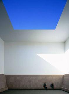 """""""No tengo problemas para vender cielo azul y aire de colores. Trafico con ello. Siempre pensé que se podía atesorar la luz, como se puede hacer con la plata y el oro"""" James Turrell. Museo Colomé, Salta, Argentina"""