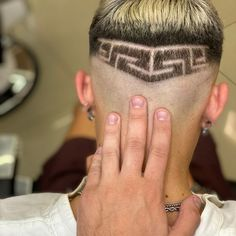 💈Luigi pettolino 💈 (@freezer_barber) • Instagram photos and videos High And Tight, Mens Hair Trends, Bald Fade, Faux Hawk, Bowl Cut, Comb Over, Crew Cuts, Pompadour, Fade Haircut