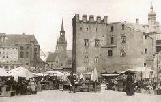 Der Fischertum am Viktualienmarkt, 1890. Sein Name leitet sich von den hier seit dem Mittelalter ansässigen Fischern ab. Er wurde 1891 abgebrochen. ©Stadtarchiv Sammlung Karl Valentin.