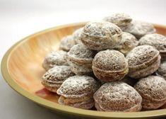 Plnené oriešky, Drobné pečivo, recept   Naničmama.sk Christmas Desserts, Christmas Baking, Christmas Cookies, Czech Recipes, Russian Recipes, Polish Recipes, Sweet And Salty, Cupcake Cakes, Almond