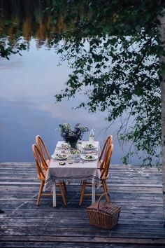 Our Food Stories // Gathering at a lake in Sweden
