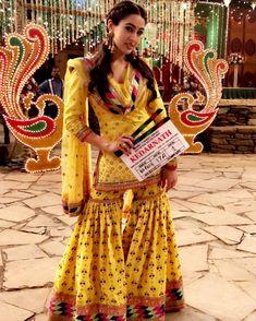 Sara Ali Khan Beautiful HD Photoshoot Stills & Mobile Wallpapers HD Bollywood Outfits, Bollywood Dress, Pakistani Outfits, Bollywood Fashion, Indian Outfits, Bollywood Actors, Gharara Designs, Kurti Designs Party Wear, Lehenga Designs