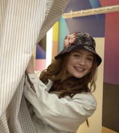 She looks so pretty aw Stranger Things Funny, Stranger Things Netflix, My Girl, Cool Girl, Chica Cool, Joe Keery, Sadie Sink, Millie Bobby Brown, Queen