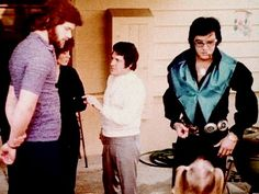 Elvis and Lisa Easter 1971 ♥ Elvis And Priscilla, Lisa Marie Presley, Memphis Mafia, Elvis In Concert, Elvis Presley Photos, Daddys Girl, Graceland, The Godfather, Belle Photo