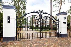 Drive Gates, Entrance Gates, Deck, School, Outdoor Decor, Home Decor, Arquitetura, Houses, Art Nouveau