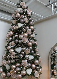 Best Artificial Christmas Trees, Rose Gold Christmas Tree, Rose Gold Christmas Decorations, Elegant Christmas Trees, Christmas Tree Themes, Christmas Home, Christmas Budget, Christmas Quotes, Rustic Christmas