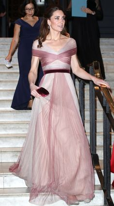 Day-to-Night Glam! Kate Middleton Steps Out in Dreamy Blush Gucci Gown After Busy Day of Outings - Day-to-Night Glam! Kate Middleton Steps Out in Dreamy Blush Gucci Gown After Busy Day of Outings - Kate Middleton Outfits, Vestido Kate Middleton, Cabelo Kate Middleton, Style Kate Middleton, Kate Middleton Wedding Dress, Princesa Kate Middleton, Kate Middleton Pictures, Middleton Family, Gucci Gown