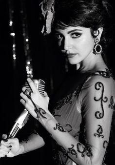 Anushka Sharma to do a Waheeda Rehman's Jaata Kahaan Hain in Bombay Velvet! #AnushkaSharma