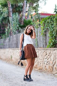 Cropped top w. brown skater skirt and black ankle booties.