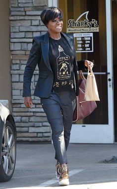 Viola Davis from The Big Picture: Today's Hot Photos Scene stealer! The actress is all smiles while leaving Kreation Juice in Toluca Lake. Mature Fashion, Look Fashion, Afro Punk Fashion, Viola Davis, Vintage Black Glamour, Black Actors, Business Casual Outfits, African American Women, Hottest Photos