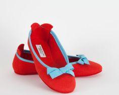 Women's slippers- Red ballet flat- Merino wool felt- Handmade in Italy- Grosgrain ribbon & bow- Size EU 37 Green Ribbon, Ribbon Bows, Grosgrain Ribbon, Felted Slippers, Light Turquoise, Womens Slippers, Wool Felt, Merino Wool