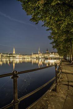 Blick auf den Hamburger Jungfernstieg   Bildschönes Hamburg