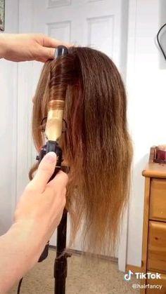 Hair Curling Tips, Curl Hair With Straightener, Hair Curling Tutorial, Hairstyles With Curled Hair, Curls For Long Hair, Curling Iron Hairstyles, Loose Waves Hair, Hair Style Vedio, Medium Hair Styles