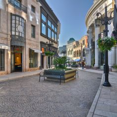 At the corner of Rodeo Drive and Wilshire Blvd, visitors are greeted by the sight of Two Rodeo Drive, a European-style shopping center complete with cobblestone walkway, street lamps and floral displays. High-end brands like Versace, Jimmy Choo, Lanvin and Tiffany & Co. can be found here.