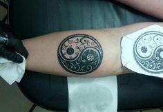 Resultado de imagen para tatuajes yin yang muñeca