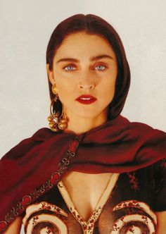 Madonna photographed for Vogue UK by Herb Ritts, 1989 Madonna Vogue, Madonna Fashion, Madonna Art, Madonna Like A Prayer, Divas Pop, Madonna Pictures, Mazzy Star, Herb Ritts, Hollywood