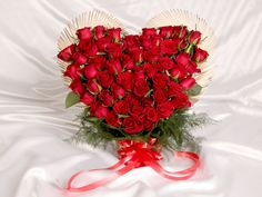 Buy beautiful flowers gift online for all occasions from Monginis.net online gift portal.