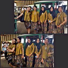 Kebaya Kartini Modern vs Kain Tenun Endek Bali