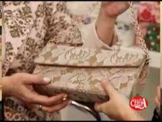 pouch bag should try to do this! Diy Clutch, Diy Purse, Claudia Wada, Cardboard Crafts, Paper Crafts, Purple Ladybugs, Sewing Magazines, Diy Handbag, Diy Bow