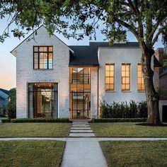 The beautiful twilight glow makes this home by really shine. Those windows. Mug Design, Modern Farmhouse Exterior, Farmhouse Decor, Inspiration Design, Transitional House, Dream House Exterior, Custom Home Builders, Custom Homes, Facade House