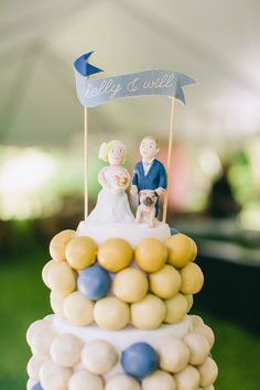 Southern Weddings     When I saw this picture on the Southern Weddings blog, I was intrigued - are those brightly colored cake pops? On ...