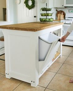 Home Remodel Videos DIY movable Kitchen Island with Trash Storage.Home Remodel Videos DIY movable Kitchen Island with Trash Storage Kitchen Island Storage, Diy Kitchen Storage, Kitchen Redo, New Kitchen, Kitchen Dining, Kitchen Organization, Organization Ideas, Awesome Kitchen, Small Kitchen Islands