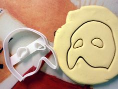 Phantom of the Opera Mask Cookie Cutter Made from by StarCookies. i would be making phantom cookies all day long :) Broadway Party, Broadway Theatre, Musical Theatre, Civic Theatre, It's Over Now, Opera Mask, Music Of The Night, Ramin Karimloo, Theatre Nerds
