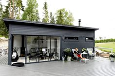 Valmissauna on stressitön vaihtoehto Patio Pergola, Backyard, Outdoor Spaces, Outdoor Living, Tiny House Exterior, Facade House, Coastal Homes, Beach Cottages, Prefab