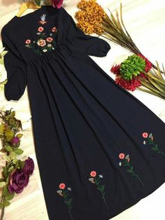 Best Trendy Outfits Part 40 Abaya Fashion, Muslim Fashion, Fashion Dresses, Hand Embroidery Dress, Embroidery Suits Design, Kurta Designs Women, Blouse Designs, Habits Musulmans, Abaya Mode