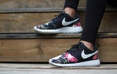 shoes nike floral roshe run nike roshe run.maybe for when i move to the  rose cityCool Stuff We Like Here org  d6f63e0cc6a