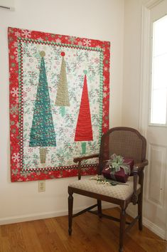 40 Mind-blowing Christmas Quilts To Own – All About Christmas Christmas Patchwork, Christmas Sewing, Christmas Projects, Christmas Quilting, All Things Christmas, Christmas Crafts, Modern Christmas, Quilting Projects, Quilting Designs