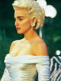 Who's that girl? Madonna True Blue, Madonna 80s, Mode Hollywood, Madonna Pictures, Classic Image, Material Girls, Female Singers, Divas, Getting Old