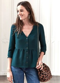 Fall-Winter Collection Blouses Source by Work Fashion, Fashion Outfits, Fashion Design, Style Casual, My Style, Winter Blouses, Moda Outfits, Classy Outfits, Blouse Designs