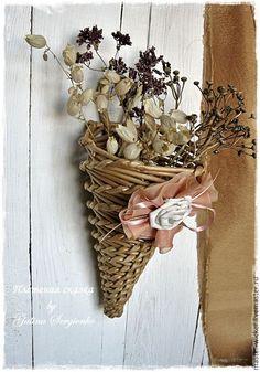 золотисто-коричневая ваза, золотисто-коричневое кашпо, вазочка для сухоцветов, ваза для цветов, кашпо, плетеное кашпо, корзинка подвесная, плетеный органайзер, корзиночка в интерьере.